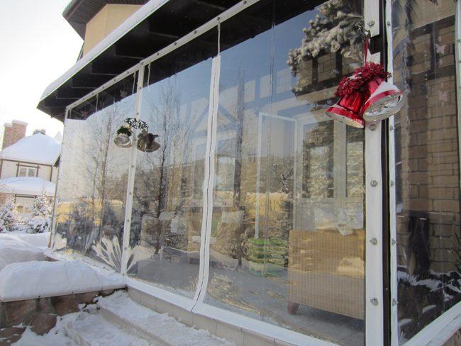 Мягкие окна помогут скрыться от холода