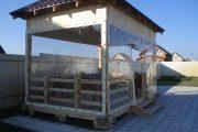 Фото 2 Прозрачные шторы для беседок и веранд: комфорт на даче круглый год и обзор наиболее изящных идей для декора