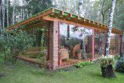 Фото 1 Прозрачные шторы для беседок и веранд: комфорт на даче круглый год и обзор наиболее изящных идей для декора