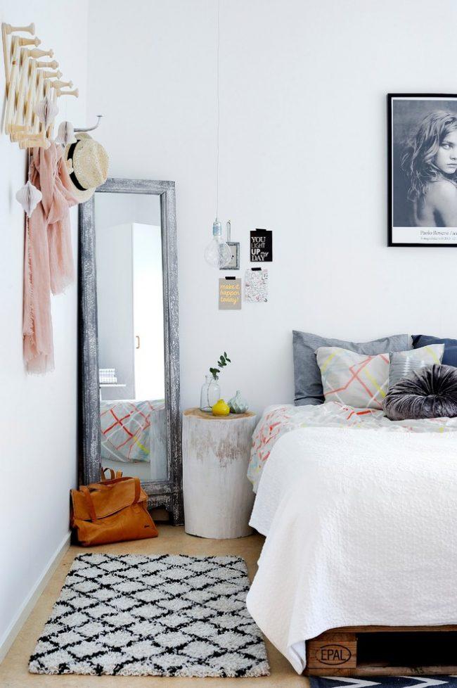 Освежающий скандинасвский интерьер спальни скромной квадратуры