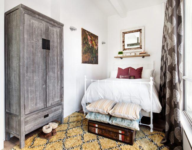 Спальни в стиле кантри с тематическими декорациями