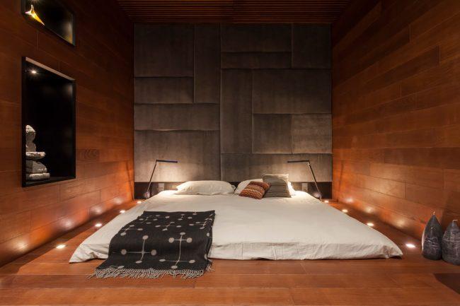 Интерьер спальни в японском стиле с напольным точечным освещением