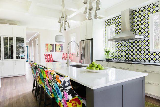Кухня в стиле эклектика с нежными салатовыми оттенками