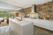 Фото 28 Чем отделать стены на кухне: обзор наиболее практичных и комфортных вариантов