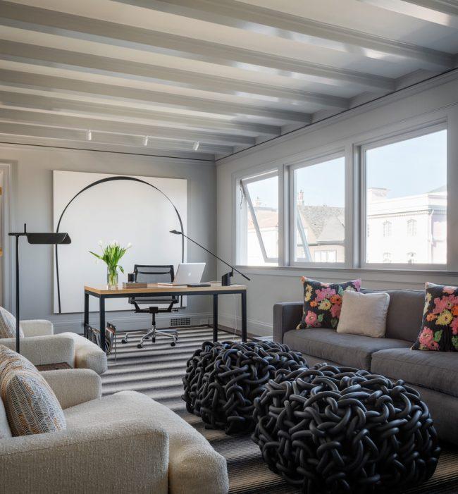 Домашний рабочий кабинет в строгом стиле минимализм