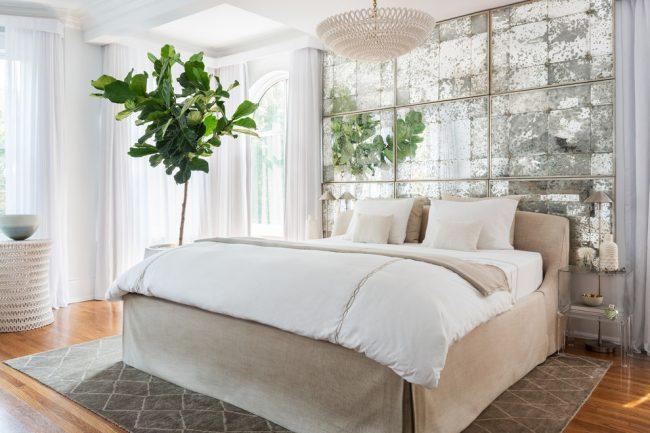 Классическая спальня в пастельных тонах