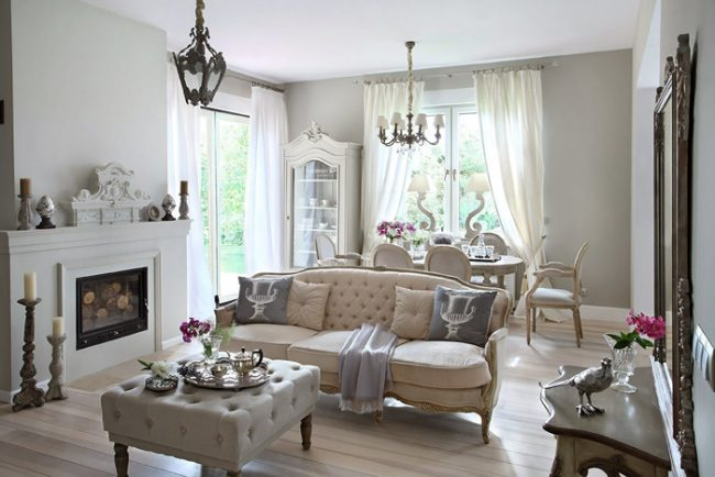 Классический интерьер украсит небольшую гостиную