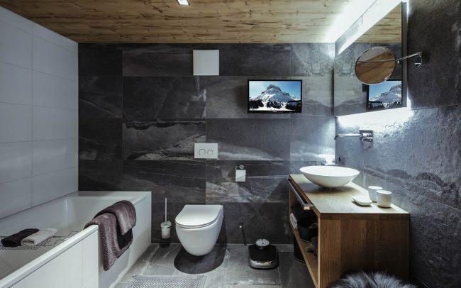 Натуральные отделочные материалы в декоре ванной комнаты