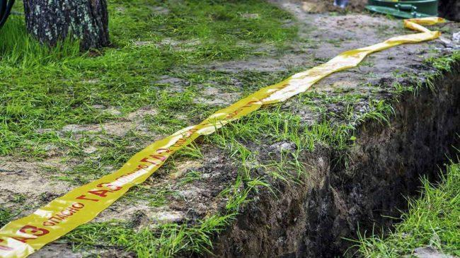 В целях безопасности перед монтажом газопровода укладывается сигнальная лента желтого цвета с несмываемой надписью «ОПАСНО ГАЗ»
