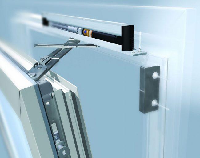 Качественная фурнитура позволит прослужить вашим окнам долгие годы
