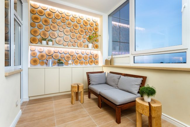 Стиль эко в интерьере просторного балкона