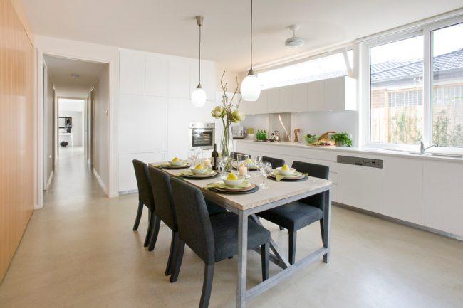 Уютная кухня в белом цвете