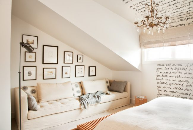 Уютная спальня в бежевом цвете