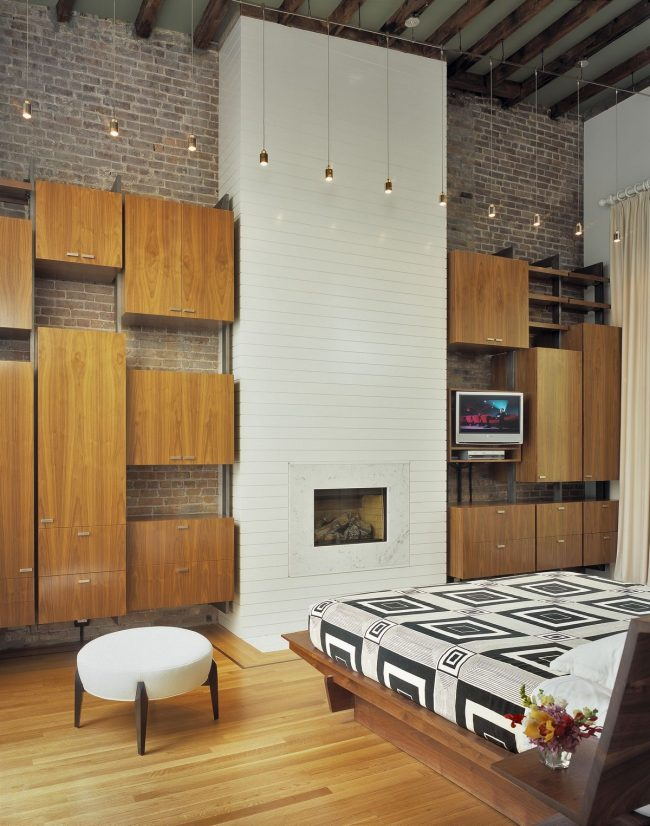 Спальня в стиле лофт с комбинированной модульной системой хранения вещей