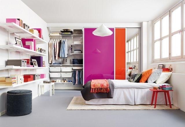 Стильная спальня со встроенной модульной системой хранения