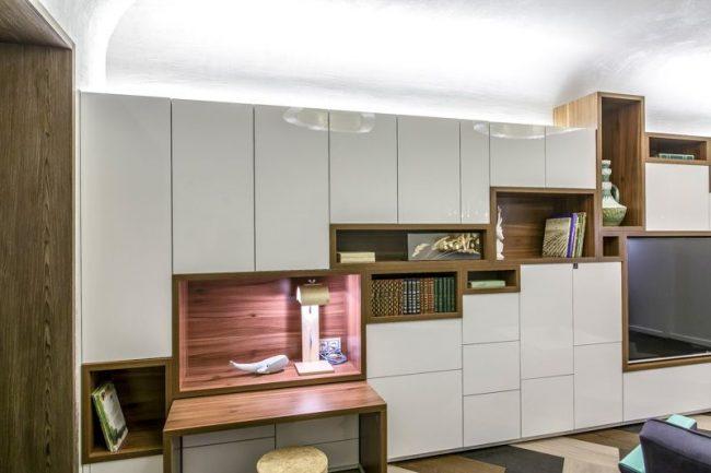 Встроенная модульная система хранения вещей комбинированного типа для гостиной