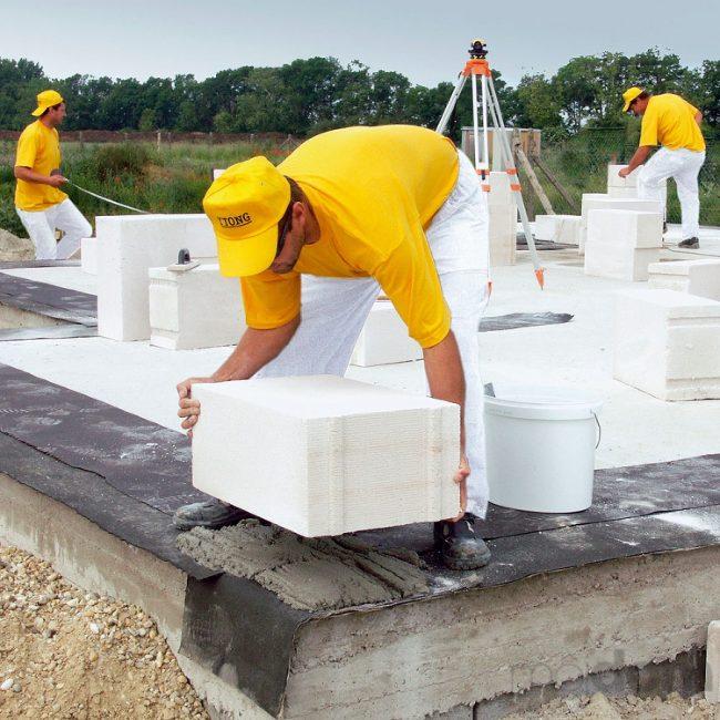 Квалифицированные рабочие выполнят качественно и в срок все строительные и отделочные работы