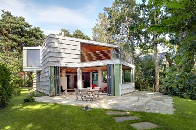Стильный современный дом с французскими окнами