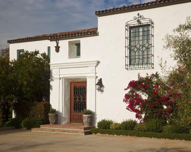 Решетки на окна для дачи: 70 изящных идей для загородного дома