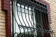 Фото 11 Решетки на окна для дачи: выбор оптимальной конструкции и 70 наиболее элегантных и безопасных вариантов