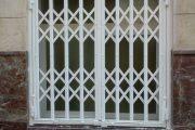Фото 19 Решетки на окна для дачи: выбор оптимальной конструкции и 70 наиболее элегантных и безопасных вариантов