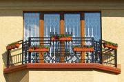 Фото 20 Решетки на окна для дачи: выбор оптимальной конструкции и 70 наиболее элегантных и безопасных вариантов