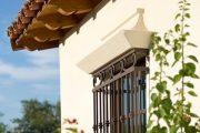 Фото 4 Решетки на окна для дачи: выбор оптимальной конструкции и 70 наиболее элегантных и безопасных вариантов