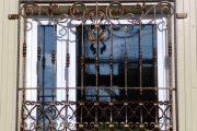 Фото 37 Решетки на окна для дачи: выбор оптимальной конструкции и 70 наиболее элегантных и безопасных вариантов