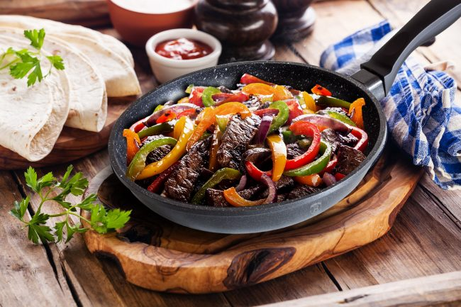 Пища, приготовленная на сковороде с мраморным покрытием, не только вкусная, но и не вредная для здоровья