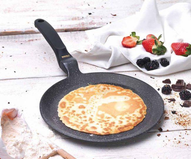 Благодаря блиннице с мраморным покрытием вы сможете радовать ваших членов семьи прекрасными блинами на завтрак