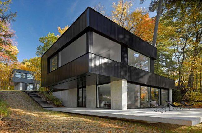 Стильный двухэтажный загородний дом