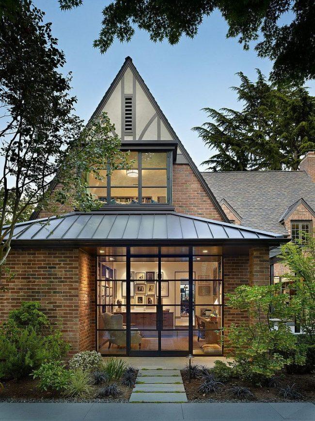 Уютный кирпичный дом с мансардой