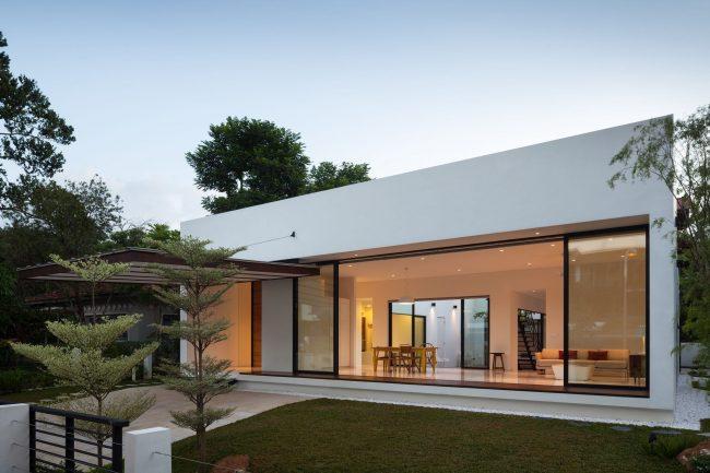 Современный одноэтажный дом с просторным входом