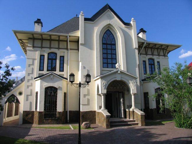 Роскошный дом из пеноблоков в викторианском стиле
