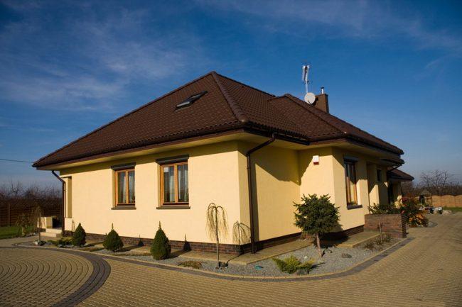 Строительство домов под ключ: проекты и цены - типовой одноэтажный дом из пеноблоков является простым и быстрым вариантом строительства