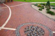 Фото 15 Тротуарная плитка для дорожек на даче: укладка своими руками и 80+ долговечных и оригинальных примеров оформления