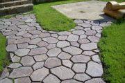 Фото 16 Тротуарная плитка для дорожек на даче: укладка своими руками и 80+ долговечных и оригинальных примеров оформления