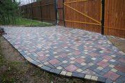 Фото 17 Тротуарная плитка для дорожек на даче: укладка своими руками и 80+ долговечных и оригинальных примеров оформления