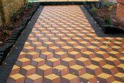 Фото 39 Тротуарная плитка для дорожек на даче: укладка своими руками и 80+ долговечных и оригинальных примеров оформления