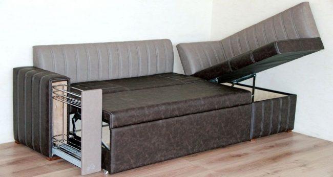 Функциональный угловой диван для кухни со спальным место, ящиком для хранения вещей и видвижной полкой в подлокотнике