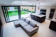 Фото 16 Угловой диван на кухню со спальным местом: как сделать кухонное пространство максимально комфортным и 75+ фотоидей