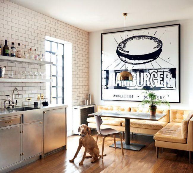 Стильный коричневый угловой диван для кухни
