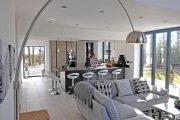 Фото 27 Угловой диван на кухню со спальным местом: как сделать кухонное пространство максимально комфортным и 75+ фотоидей