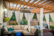 Фото 1 Пристроенная к дому веранда из поликарбоната: особенности возведение и 70+ стильных и надежных конструкций