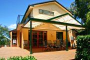 Фото 27 Пристроенная к дому веранда из поликарбоната: особенности возведение и 70+ стильных и надежных конструкций