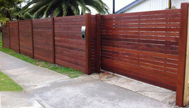 Откатные деревянные ворота с автоматическим открытием