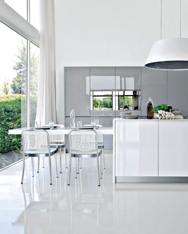 Бережный и правильный уход за глянцевой поверхностью поможет мебели дольше вам прослужить