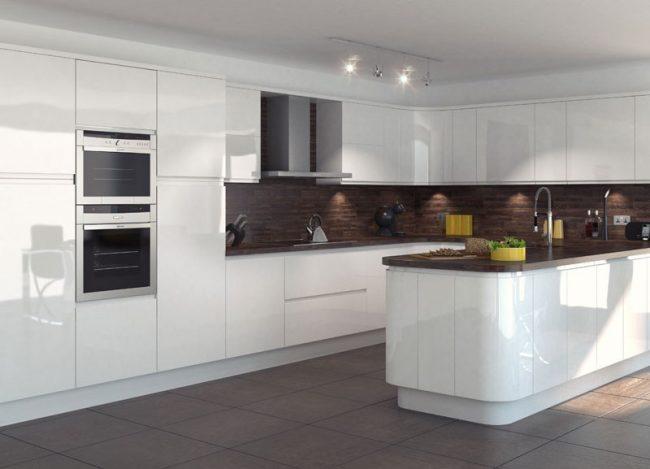 Контрастное сочетание оттенков выигрышно смотрятся на просторной кухне