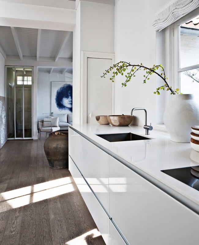 Идеальная белая поверхность добавит шика современной кухне
