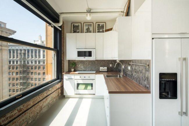 Миниатюрная Г-образная кухня в стиле лофт